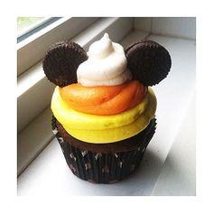 Halloween Cupcakes, Halloween Desserts, Scary Halloween Food, Disney Halloween Parties, Mickey Mouse Halloween, Disneyland Halloween, Halloween Baking, Halloween Dinner, Theme Halloween