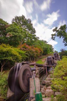 Water Wheel's In Korea Water Wheel Generator, Alternative Energie, Water Turbine, Hydroelectric Power, Water Energy, Water Powers, Water Mill, Energy Projects, Off The Grid
