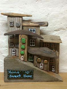Driftwood, little houses, drivtømmer