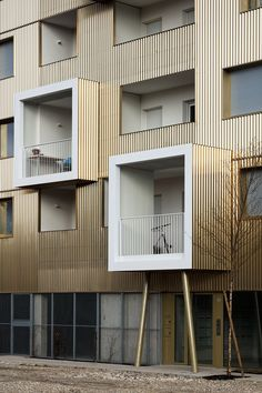 'urban dock' residences in bordeaux by hamonic + masson is part of Modern architecture Nature Bedrooms - hamonic + masson has completed 'urban dock', a goldcolored residential complex in bordeaux, designed to respond to its waterfront setting Building Facade, Building Design, Facade Design, Exterior Design, Design Hotel, House Design, Living Haus, Residential Complex, Facade Architecture