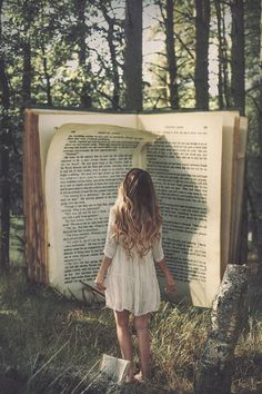 There are some books that you just want to walk into and live there! Surreal Photography by Rosie Hardy. I totally feel like this in most of my books I Love Books, Good Books, Books To Read, Big Books, Rosie Hardy, Believe In Magic, Pics Art, Conte, Book Nerd