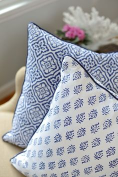 50 Trendy Ideas For Screen Printing Designs Textiles Pattern Hand Printed Fabric, Printed Cushions, Printing On Fabric, Navy Bedding, Indian Block Print, Blue Curtains, Pillow Room, Pillow Cover Design, Trendy Bedroom