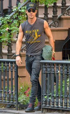 Justin Theroux from The Big Picture: Today's Hot Pics Dope Fashion, Urban Fashion, Mens Fashion, Funky Dresses, Justin Theroux, Best Dressed Man, Men Street, Actor Model, Attractive Men