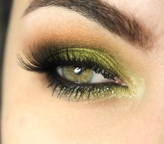 Tutorial Maquiagem verde lim o Tinker Bell Green Eyeshadow Look, Makeup For Green Eyes, Eyeshadow Looks, Makeup Inspo, Makeup Tips, Hair Makeup, Light Smokey Eye, Smoky Eye, How To Make Hair