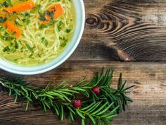 Sopa rústica con noodles Seaweed Salad, Noodles, Cabbage, Vegetables, Ethnic Recipes, Twitter, Soups, Cooking Recipes, Tasty