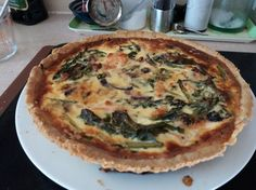 Spinach and salmon quiche from Jamie Oliver Ham And Spinach Quiche, Salmon Quiche, Beef Casserole Recipes, Potato Recipes, Best Quinoa Recipes, Vegan Recipes, Easy Mashed Potatoes, Jamie Oliver, Mexican Food Recipes