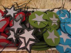 Urakka alkaa olemaan loppusuoralla!!! Huomenna on kahdet joulumyyjäiset ja niihin halusin tehdä jotain myytävää. Oli todella paljon ideoit... Felt Diy, Felt Crafts, Crafts To Make, Crafts For Kids, Arts And Crafts, Fuse Beads, Kindergarten Teachers, Stuff To Do, Christmas Crafts