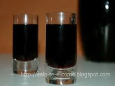 Licor de Amora Christmas Party Food, Christmas Desserts, Yummy Recipes, Homemade Liquor, Liquor Drinks, Beverages, Portuguese Recipes, Non Alcoholic, Infused Water