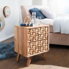 Das Nachtkästchen REWA aus massivem Akazienholz überzeugt durch seine frische und einzigartige Optik. Die kunstvolle Front setzt sich aus kleinen Dreiecken zusammen, wodurch ein mehrdimensionaler Effekt entsteht. Der Kubus mit zwei Schubladen steht auf ca. 17 cm hohen Beinen, was dem Möbelstück eine liebevolle Leichtigkeit verleiht. Ein einzigartiges Stück, das durch die individuelle Maserung des Holzes und das unverwechselbare Design ein ganz besonderer Blickfang ist. Country Style Homes, Drawer Fronts, At Home Store, Acacia, Nightstand, Entryway Tables, Drawers, House Styles, Modern