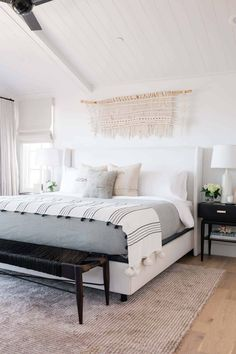 A Bright And Minimal Laguna Beach Home Tour That Emphasizes Texture And The Power Of Marble - Emily Henderson #moderntraditionalhome #interiordesign #interiors