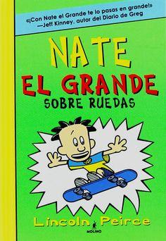 """Tercer título de las aventuras de Nate, del dibujante Lincoln Peirce, para niños de 9 a12 años. En """"Nate el grande: sobre ruedas"""" (N PEI nat / v) el protagonista se convierte en todo un ídolo para la tropa de los scout. Pero la llegada de Artur, alias """"Don Perfecto"""", no hace más que causarle problemas a Nate, que pierde popularidad y pasa a un segundo plano."""