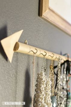 Lemonade Makin' Mama: The arrow jewelry holder DIY.