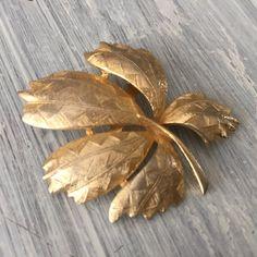 Antique Gold Tone Leaf Brooch, Textured Gold Lapel Pin, Vintage Single Autumn…