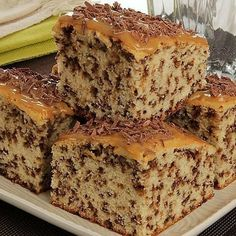 Banana Bread, Food And Drink, Desserts, Bolo Chocolate, Homemade Cake Recipes, Stuffing Recipes, Tasty Food Recipes, Sprinkle Cakes, Sprinkles