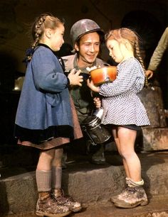 S/Sergeant William H Bass of Memphis, Tennessee, a mess sergeant with an Ordnance outfit in Italy, gives food to two small Italian girls, 1944. (Photo by PhotoQuest/Getty Images)