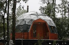 Resultado de imagen para domo Geodesic Dome Homes, Dome House, Round House, Outdoor Gear, Gazebo, Outdoor Structures, Architecture, Spain, House Styles
