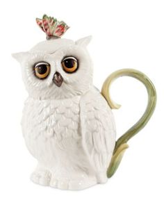 Owl Teapot - I can't tell you how I need this in my live....and I really don't do tea unless I have a very bad cold.