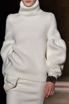 welcome in the world of fashion — Victoria Beckham - New York Fashion Week - Fall. Knitwear Fashion, Knit Fashion, Sweater Fashion, New York Fashion, World Of Fashion, Fashion Details, Love Fashion, Fashion Design, Fashion Trends