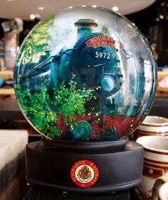 Glass Snow Globe Hogwarts Express Train Harry Potter Universal Studios NEW - Harry Potter
