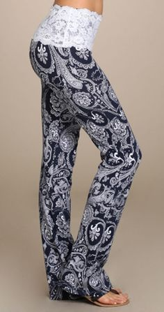 Pretty in Paisley & Lace Bottoms So Pretty! These paisley print yoga pants have a lace trimmed band are as cute and comfy as they come. Mode Yoga, Sport Fitness, Athletic Outfits, Swagg, Look Fashion, Style Me, Cool Outfits, Yoga Poses, Vogue