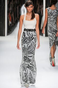 Jenny Packham. Spring 2013 Ready to Wear. The print on that skirt is divine. Keeping the colour palette of the outfit in simple greys, blacks and whites gives that print a greater oomph.