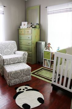 Green and White Baby Nursery #pandas #monkeys