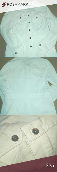 *STYLE and COMPANY* WHITE DENIM JACKET Size Large Light weight DENIM Jacket  White and very clean  In excellent condition  Pockets on the chest  No side pockets   DENIM white JACKET  Fitted and flattering to the wait line Style & Co Jackets & Coats