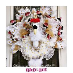 A happy swan wreath to greet you at the door! ⠀ ⠀ Get your boards, materials, and kits👇⠀ LINK Below!  ⠀ ⠀ #UITC! Diy Wreath, How To Make Wreaths, Christmas Wreaths, Halloween, Holiday Decor, Swan, Unique, Boards, Animal