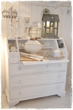 Shabby Chic … Hmmm I wonder if hubby would let me do this to our … – creative ideas - Creative Project ideas Shabby Home, Shabby Chic Dresser, Furniture, Shabby Style, Chic Decor, Chic Home Decor, White Home Decor, Shabby Chic Decor, Home Decor