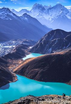 Gokyo Lakes, Sagarmatha National Park, Nepal Wonder if you'd have to do all the crazy trekking and stuff to get here Voyage Nepal, Places To Travel, Places To See, Travel Destinations, Places Around The World, Around The Worlds, Parc National, Parcs, Adventure Is Out There