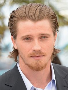 Wavy hair to the back Cool Hairstyles For Men, Slick Hairstyles, Hairstyles Haircuts, Combed Back Hair, Slicked Back Hair, Medium Hair Cuts, Medium Hair Styles, Long Hair Styles, Baby Boy Haircuts