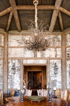 Rustic dining room by Matheny Goldmon Architects
