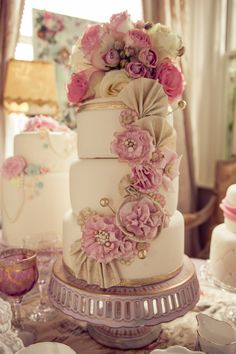 Marie Antoinette's World – A Sugar and Gold Styled Shoot by Frank Millar