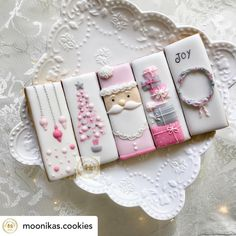Lovely Christmas theme white iced bar cookies set with fine pale pink and light gray decorations Christmas Sugar Cookies, Christmas Sweets, Noel Christmas, Holiday Cookies, Christmas Baking, Christmas Crafts, Halloween Cookies, Iced Cookies, Cute Cookies