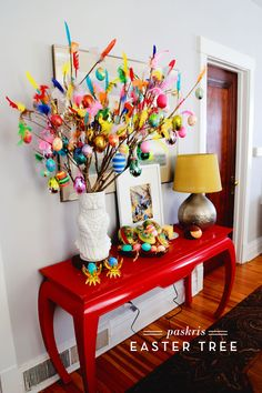Paskris to some, Easter Egg Tree to others: no matter what you call it, these are beautiful and easy to make crafts for this Easter season.