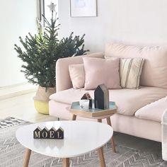 Pink and green Christmas  . . . . . #xmasiscoming #minimalism #minimalmood #minimalist #scandinavian #scandinaviandesign #scandinavianstyle #scandinavianinterior #mynordicroom #nordic #nordicinspiration #nordichome #nordicstyle #norsuinteriors #inredning #heminredning #interior123 #homeinterior #homedecor #livingroom #myhome #christmastree #christmasdecor #ikea #sofa #soderhamn #jysk #housedoctor