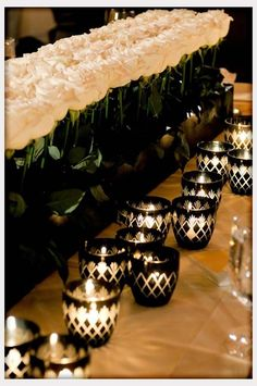 Modern black and white candle centerpieces #blackandwhite #weddingcenterpiece | via Plectrumbanjo Mesa decorada em preto!