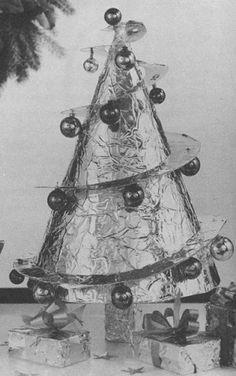 Make a Cone-Shaped Christmas Tree http://vintageinfo.net/make-your-own-cone-shaped-christmas-tree/