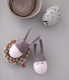 Cute little bunny hats for your Easter eggs… Hasenohren - ❤ - handgefilzte Lieblinge Easter Egg Crafts, Easter Stuff, Egg Tree, Diy Ostern, Easter Table Decorations, Easter Traditions, Coloring Easter Eggs, Easter Tree, Easter Colors
