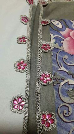 Seed Bead Tutorials, Beading Tutorials, Crochet Stitches, Knit Crochet, Crochet Patterns, Balochi Dress, Moda Emo, Lace Embroidery, Crochet Flowers