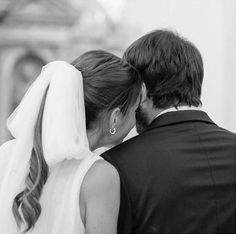 Dana Fernández's Wedding images from the web Wedding Photography Inspiration, Wedding Inspiration, Winter Bride, Bride Hair Accessories, Second Weddings, Wedding Stationary, Wedding Photoshoot, Bride Hairstyles, Wedding Images