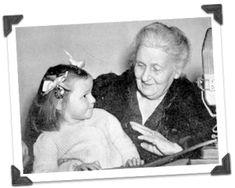 Marie Montessori vytvořila 19 základních přikázání pro rodiče, které jim mohou pomáhat při jejich výchově. Jsou jednoduché, ale pokud se hlouběji začtete, objevíte v nich moudrost mnoha knih v několika slovech. Pokud si najdete jednou za čas chvíli se pozastavit nad těmito slovy, může to mít pozitivní dopad na vývoj vašich dětí a život celé…