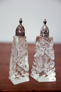 Gorgeous Cut Glass and Silver Topped Salt & Pepper Shakers. Vintage Silver, Antique Silver, Cut Glass, Glass Art, Salt And Pepper Set, Spice Jars, Salt Pepper Shakers, Perfume Bottles, Stuffed Peppers