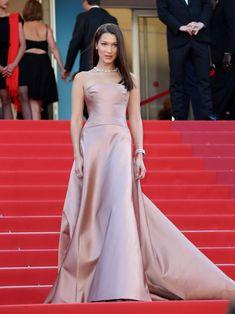 Bella-Hadid:-Ash-Is-Purest-White-Premiere-at-2018-Cannes--20-662x883.jpg 662×883 pixels