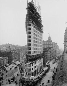 Строительство знаменитого Флэтайрон-билдинг — небоскрёба на Манхэттене. Нью-Йорк. 1900 г.