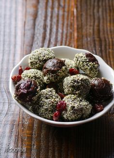 Cherry Hemp Energy Bites -- Vegan, gluten & nut free chocolate energy bites made with tart cherries and hemp hearts.