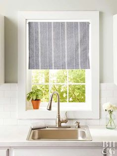 14 DIY Kitchen Window Treatments Whether you're looking for casual curtains or something a little more formal, these DIY window treatments are sure to hit the spot. We have ideas for valances, shutters, curtains, and more. Small Window Treatments, Farmhouse Window Treatments, Kitchen Window Treatments, Window Coverings, Kitchen Window Valances, Bathroom Window Curtains, Bathroom Windows, Window Blinds, Kitchen Curtains