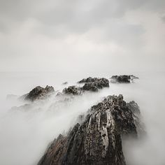 WIECZNA POKUTA MARCIN BERA . KRAJOBRAZ Profesjonalna fotografia kolorowa obejmująca delikatne przejścia barw i niepowtarzalny nastrój, jakiego dostarczają ocean i współczesne techniki fotograficzne.