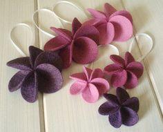 Cute felt flower.  Great for headband or hair clip.
