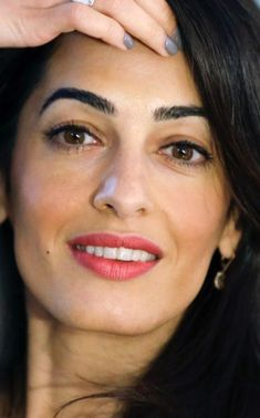Amal Clooney, George Clooney, Muslim Beauty, Olive Skin, Perfect Makeup, Stylish Hair, How To Feel Beautiful, Face Shapes, Pretty Face